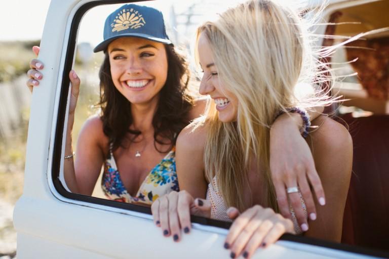 08-surfer-girls-beach-trip