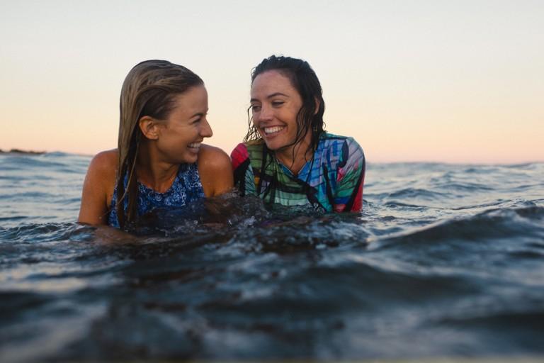 33-surfer-girls-beach-trip