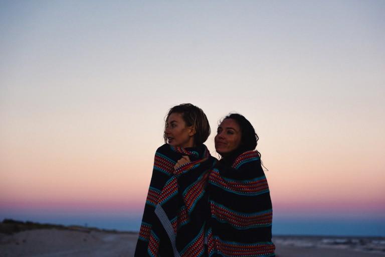 35-surfer-girls-beach-trip
